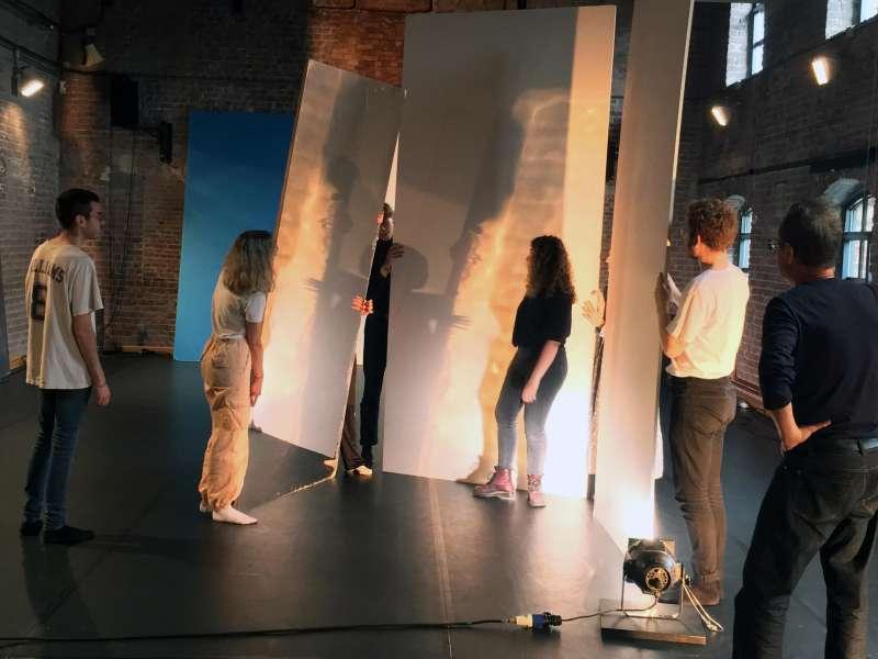 Bachelor 1 / Workshop Espace en mouvement / Raffinerie Charleroi-danse /  Pierre Droulers - Chorégraphe et metteur en scène / 2019